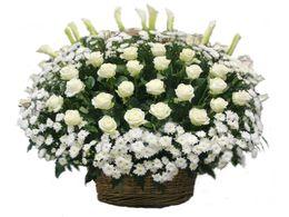 венки и корзины и з живых цветов на похороныы